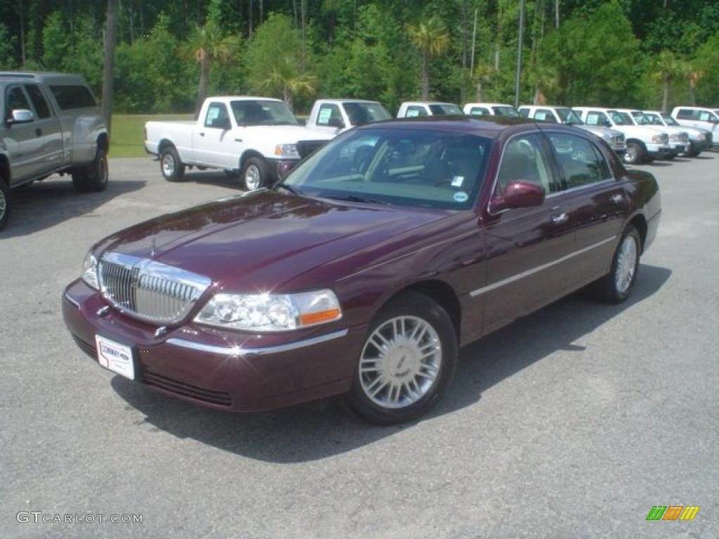 dark cherry metallic 2008 lincoln town car signature. Black Bedroom Furniture Sets. Home Design Ideas