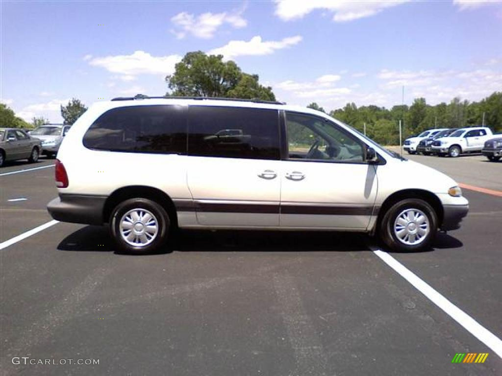 White 2000 Plymouth Grand Voyager SE Exterior Photo ...