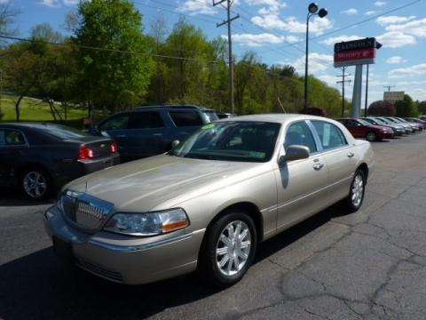 2009 lincoln town car signature limited data info and specs. Black Bedroom Furniture Sets. Home Design Ideas