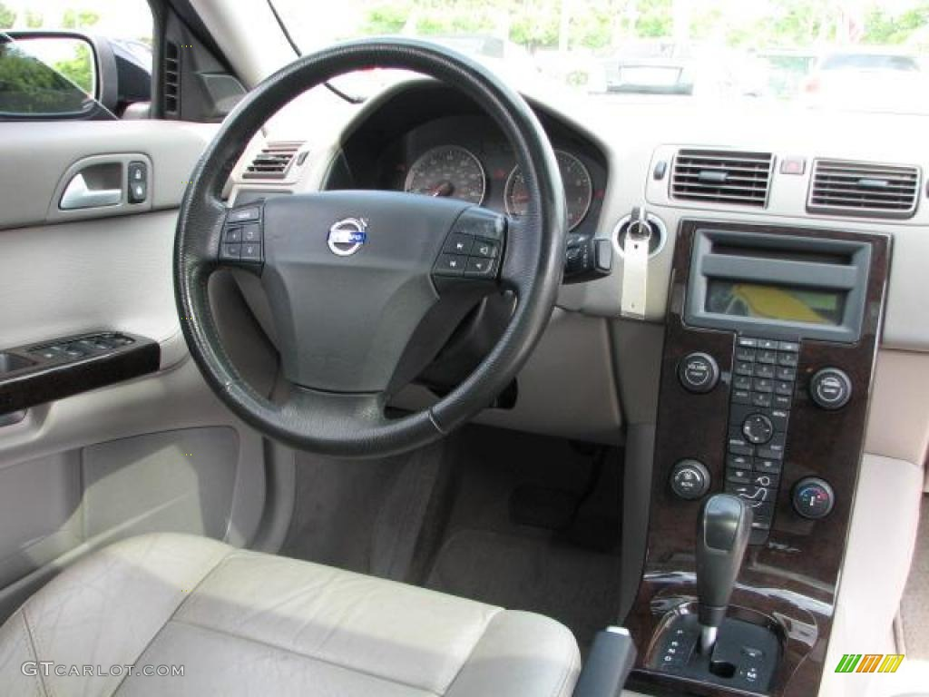 volvo s40 reviews research new used models motor trend. Black Bedroom Furniture Sets. Home Design Ideas