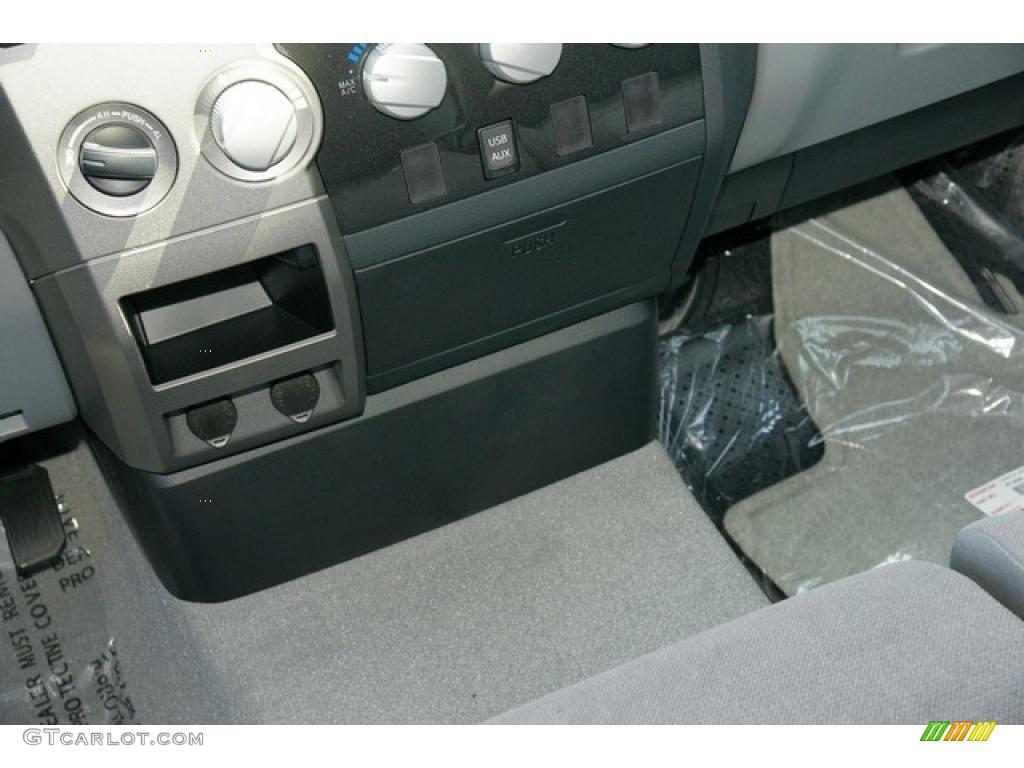 2011 Tundra Double Cab 4x4 - Silver Sky Metallic / Graphite Gray photo #11