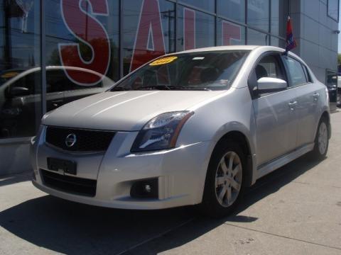 Nissan Sentra 2011 Silver. 2011 Nissan Sentra 2.0 SR Data
