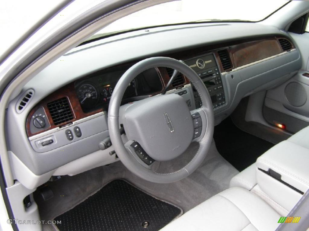 2006 lincoln town car signature interior photo 49288328. Black Bedroom Furniture Sets. Home Design Ideas