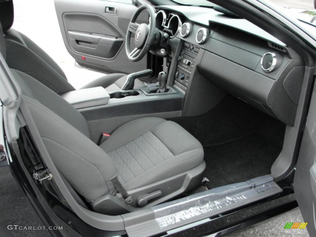 Dark Charcoal Interior 2006 Ford Mustang Gt Deluxe Coupe Photo 49346820