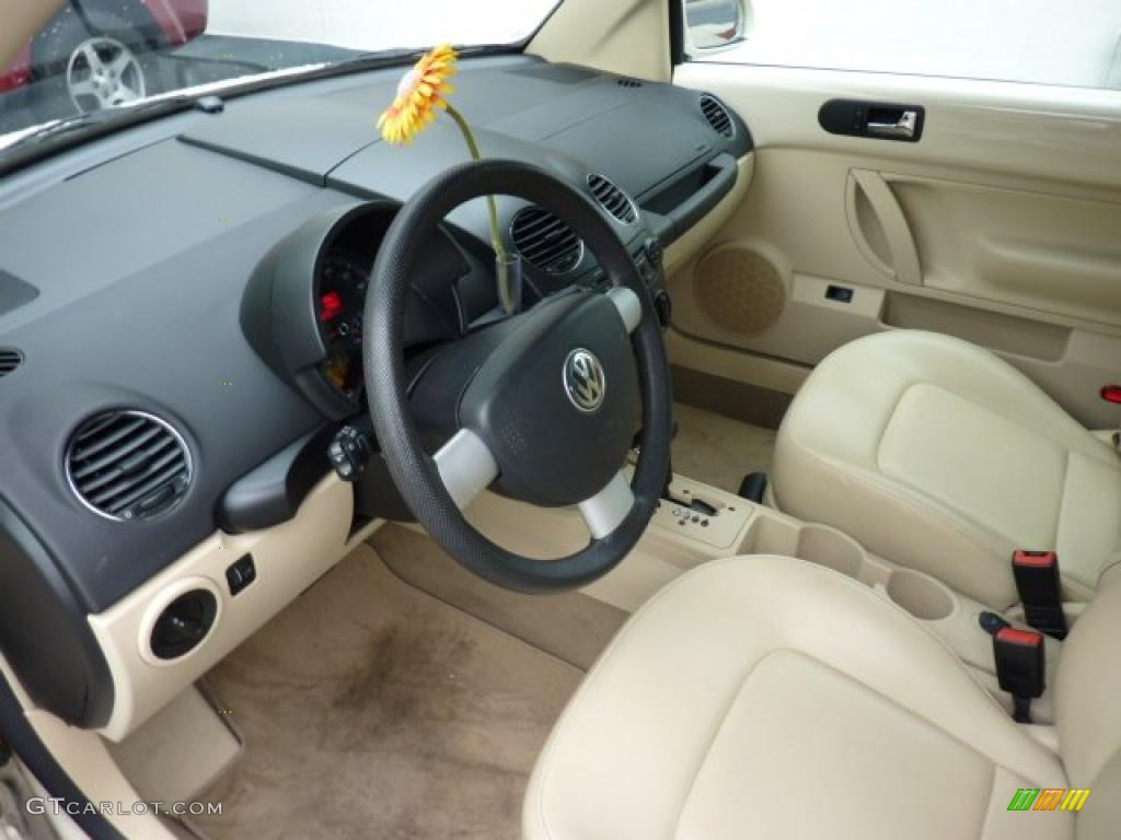 Cream interior 2006 volkswagen new beetle 2 5 convertible for New beetle interieur
