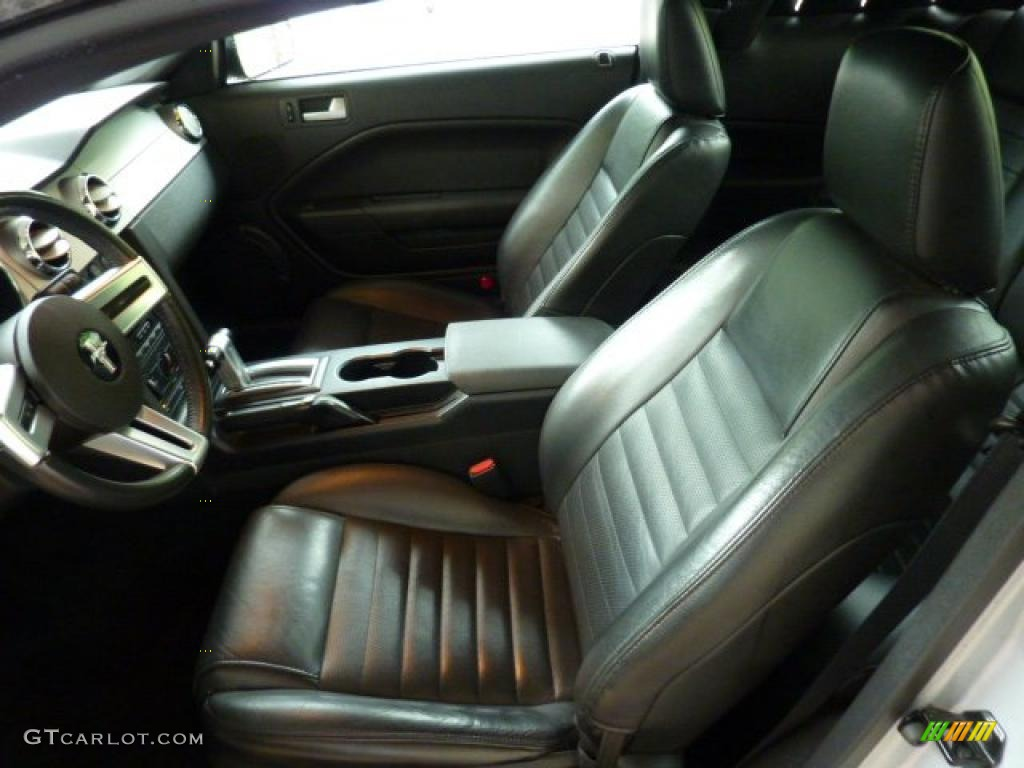 Dark Charcoal Interior 2006 Ford Mustang GT Premium Coupe Photo #49434388