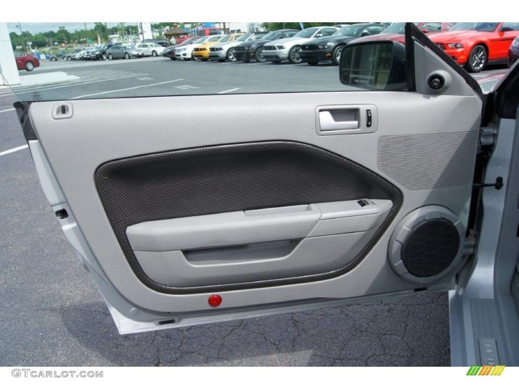 2007 Ford Mustang Gt Premium Coupe Light Graphite Door Panel Photo 49498035 Gtcarlot Com