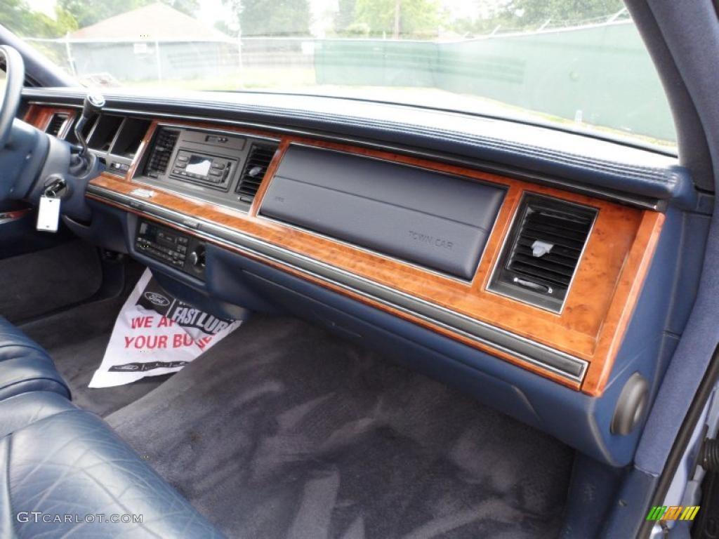 1994 lincoln town car signature blue dashboard photo 49591501. Black Bedroom Furniture Sets. Home Design Ideas