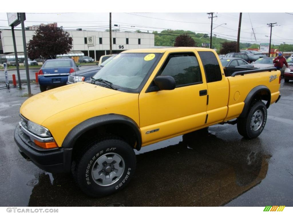 Yellow 2003 Chevrolet S10 Zr2 Extended Cab 4x4 Exterior Photo
