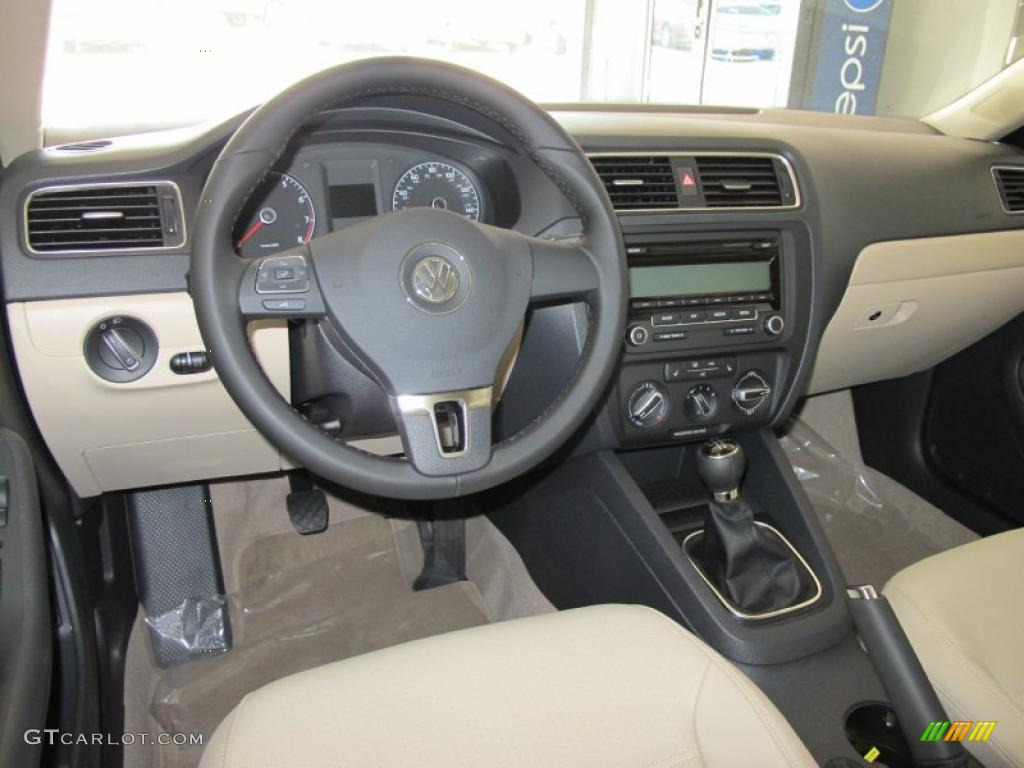 Cornsilk Beige Interior 2011 Volkswagen Jetta Se Sedan Photo 49663201