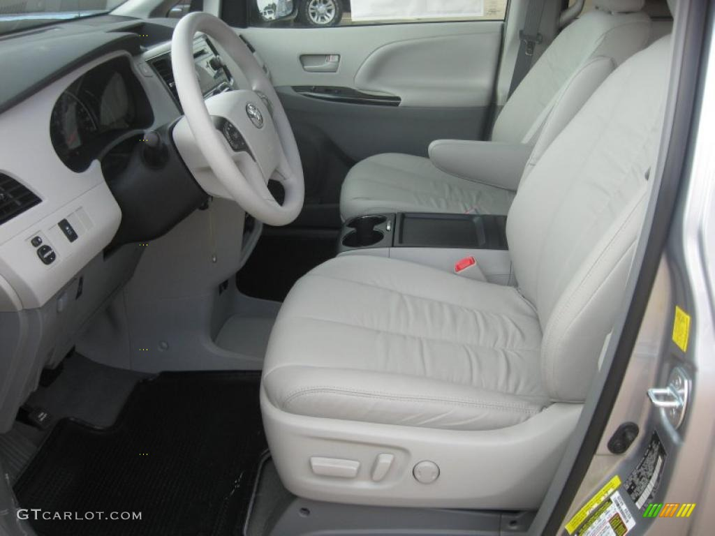 2011 Sienna LE - Silver Sky Metallic / Light Gray photo #11
