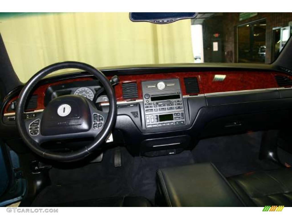 2003 Lincoln Town Car Executive Black Dashboard Photo 49739989