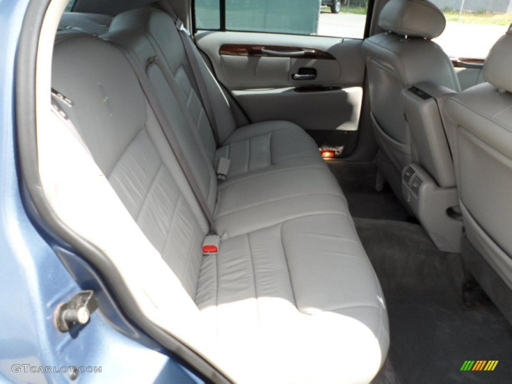 Light Parchment Interior 2000 Lincoln Town Car Signature
