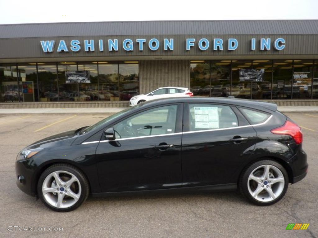 2012 Focus Titanium 5-Door - Tuxedo Black Metallic / Arctic White Leather photo #1