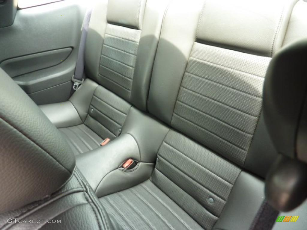 Dark Charcoal Interior 2006 Ford Mustang GT Premium Coupe Photo #49825527