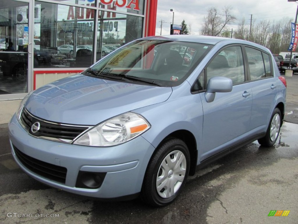 2010 arctic blue metallic nissan versa 1 8 s hatchback. Black Bedroom Furniture Sets. Home Design Ideas