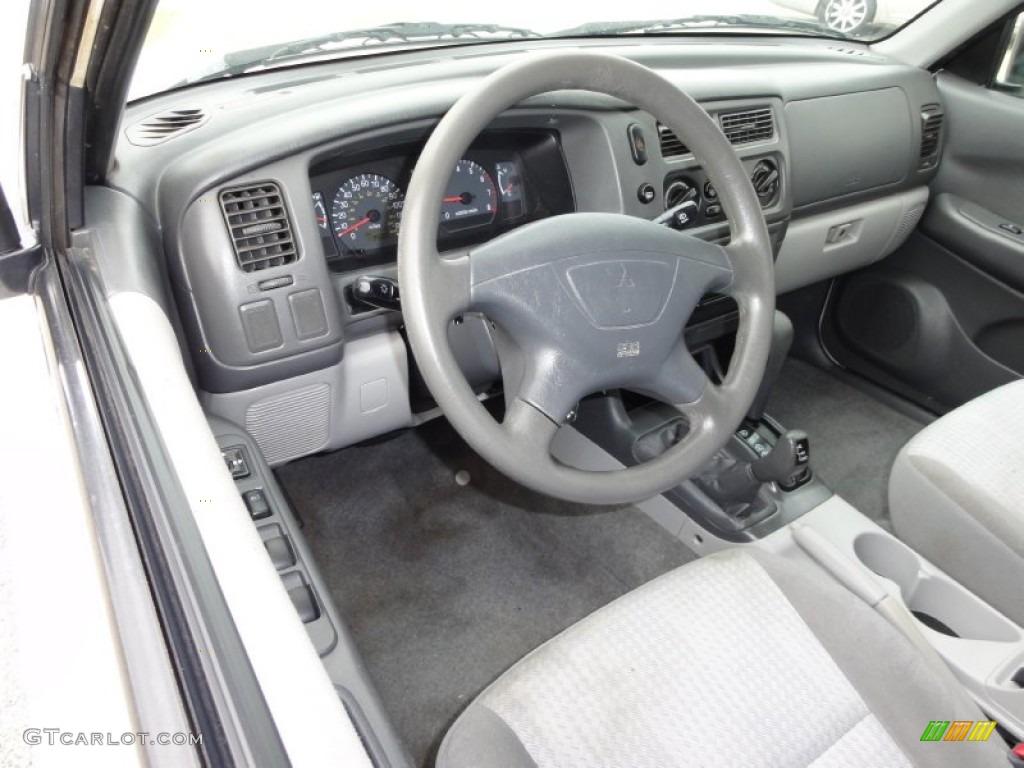 Gray interior 2003 mitsubishi montero sport ls 4x4 photo for Mitsubishi montero interior