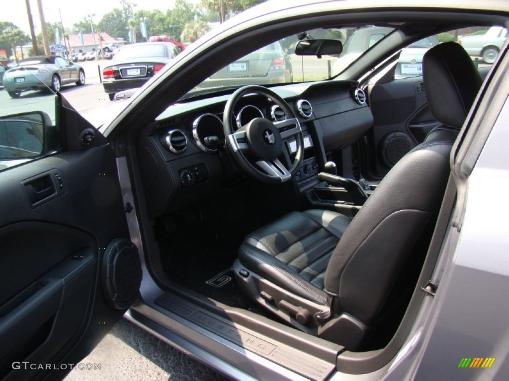 Dark Charcoal Interior 2006 Ford Mustang GT Premium Coupe Photo #50199315