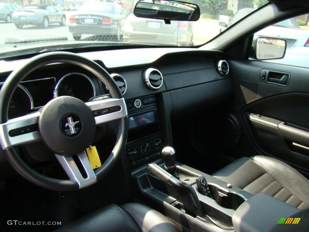 Dark Charcoal Interior 2006 Ford Mustang GT Premium Coupe Photo #50199411