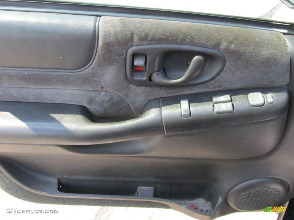 2001 chevrolet s10 zr2 extended cab 4x4 graphite door panel photo 50272372 for Chevy s10 interior door panels