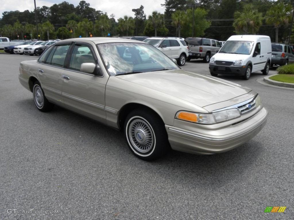 1997 Light Prairie Tan Metallic Ford Crown Victoria 50268274