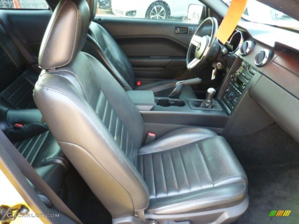 Dark Charcoal Interior 2006 Ford Mustang GT Premium Coupe Photo #50382189