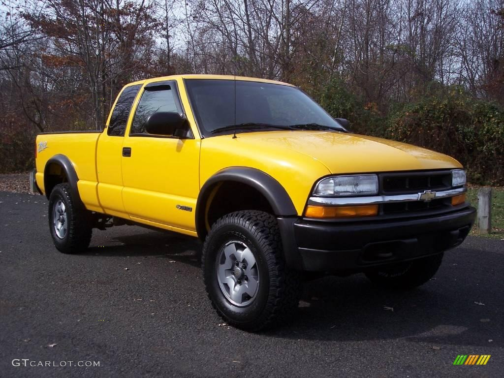 2002 Flame Yellow Chevrolet S10 Ls Extended Cab 4x4 5054729