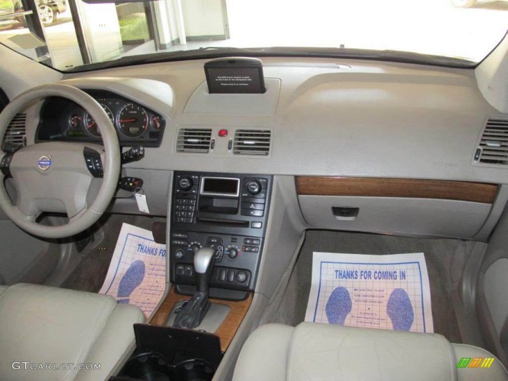 2004 volvo xc90 t6 awd taupe dashboard photo 50611917. Black Bedroom Furniture Sets. Home Design Ideas