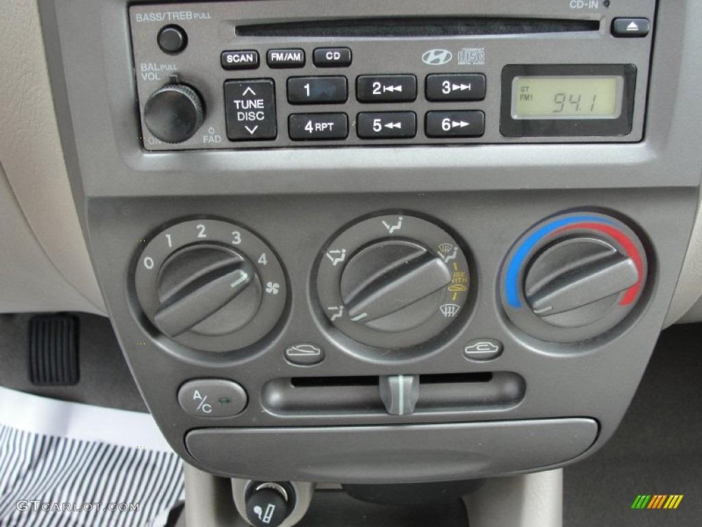 2002 Hyundai Accent Gl Sedan Controls Photo 50705710 Gtcarlot Com