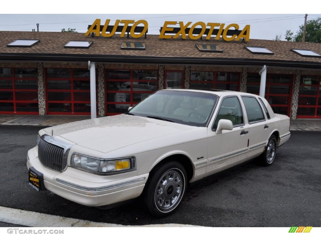 1997 ivory metallic lincoln town car signature 50870814 photo 29 car color. Black Bedroom Furniture Sets. Home Design Ideas