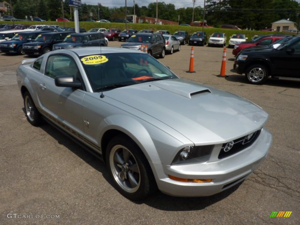 2005 satin silver metallic ford mustang v6 deluxe coupe 50998486 photo 6 car. Black Bedroom Furniture Sets. Home Design Ideas