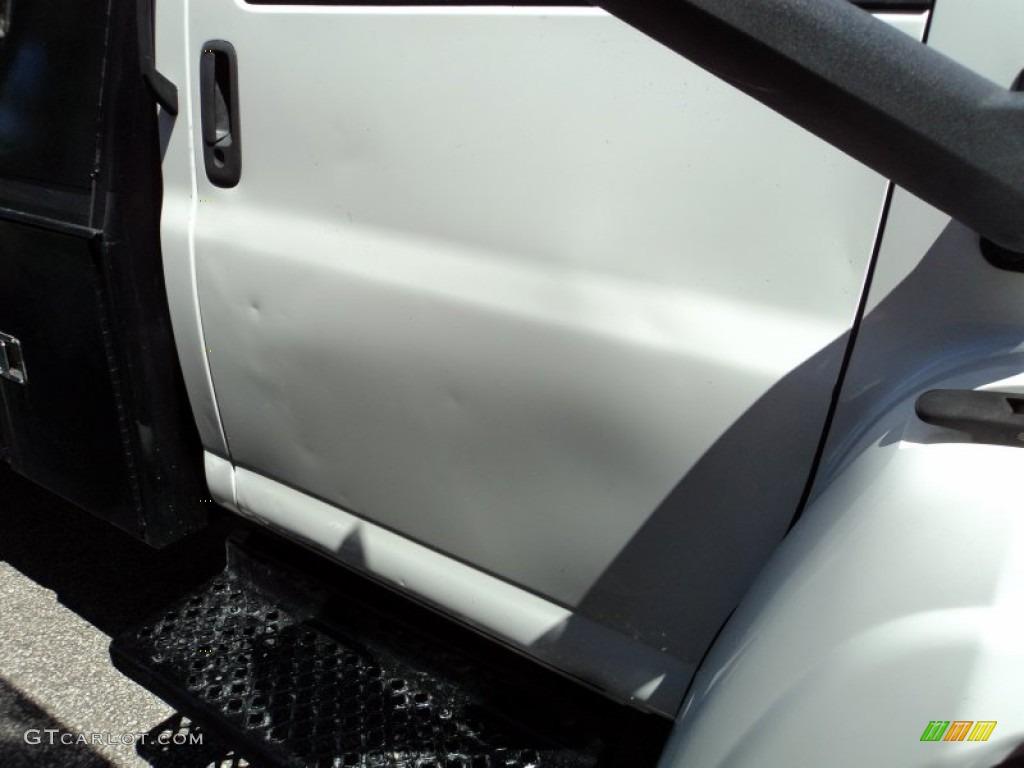 2004 C Series Kodiak C4500 Regular Cab Dump Truck - Summit White / Gray photo #5