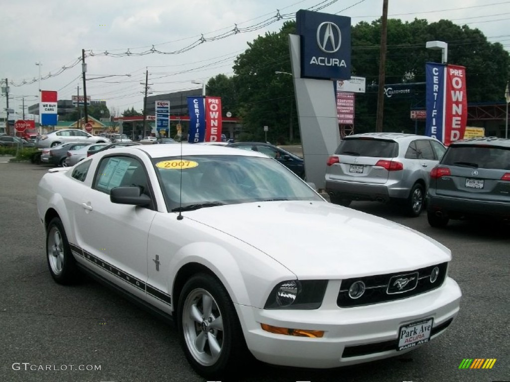 2007 Mustang V6 Deluxe Coupe - Performance White / Light Graphite photo #1