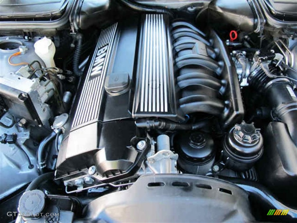528i Sedan Engine Photos