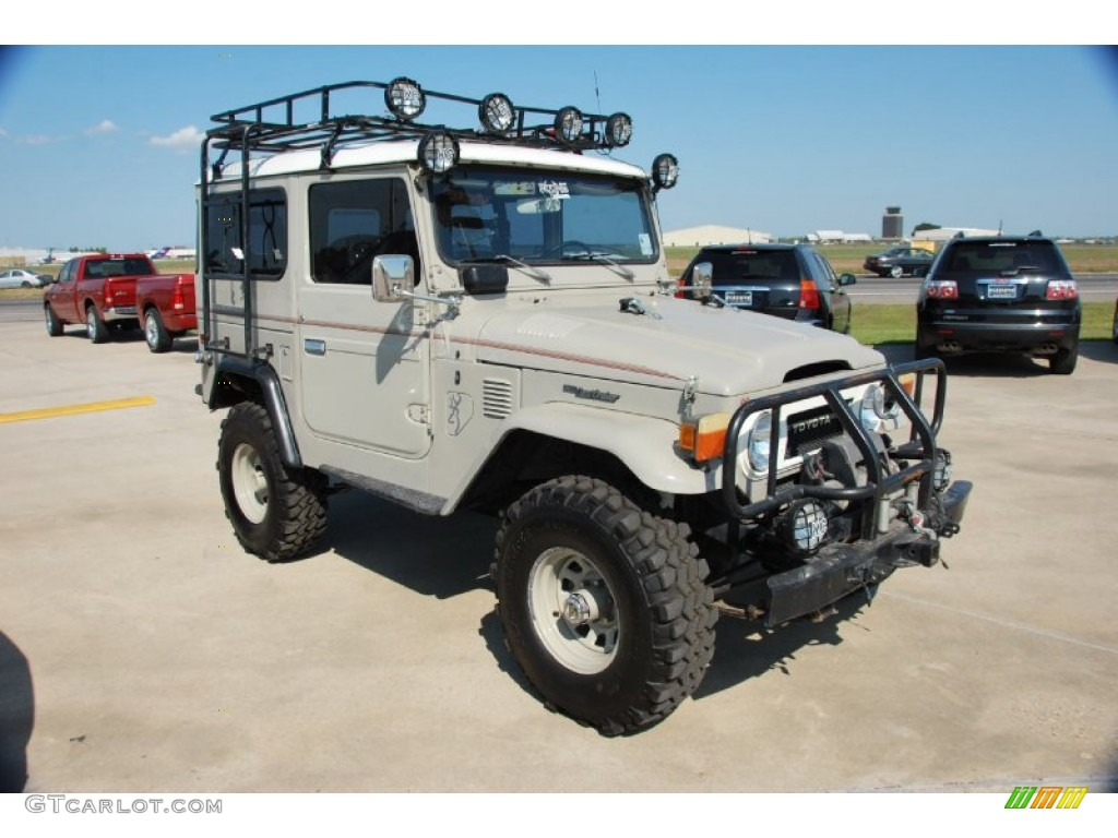 Toyota Land Cruiser Fj40 Wallpaper Beige 1976 Toyota Land Cruiser
