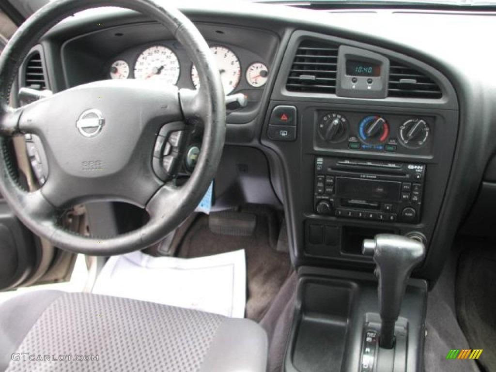 2002 Nissan Pathfinder Se Controls Photos