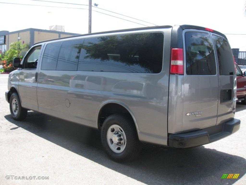 White Passenger Van 2008 Summit Whi...