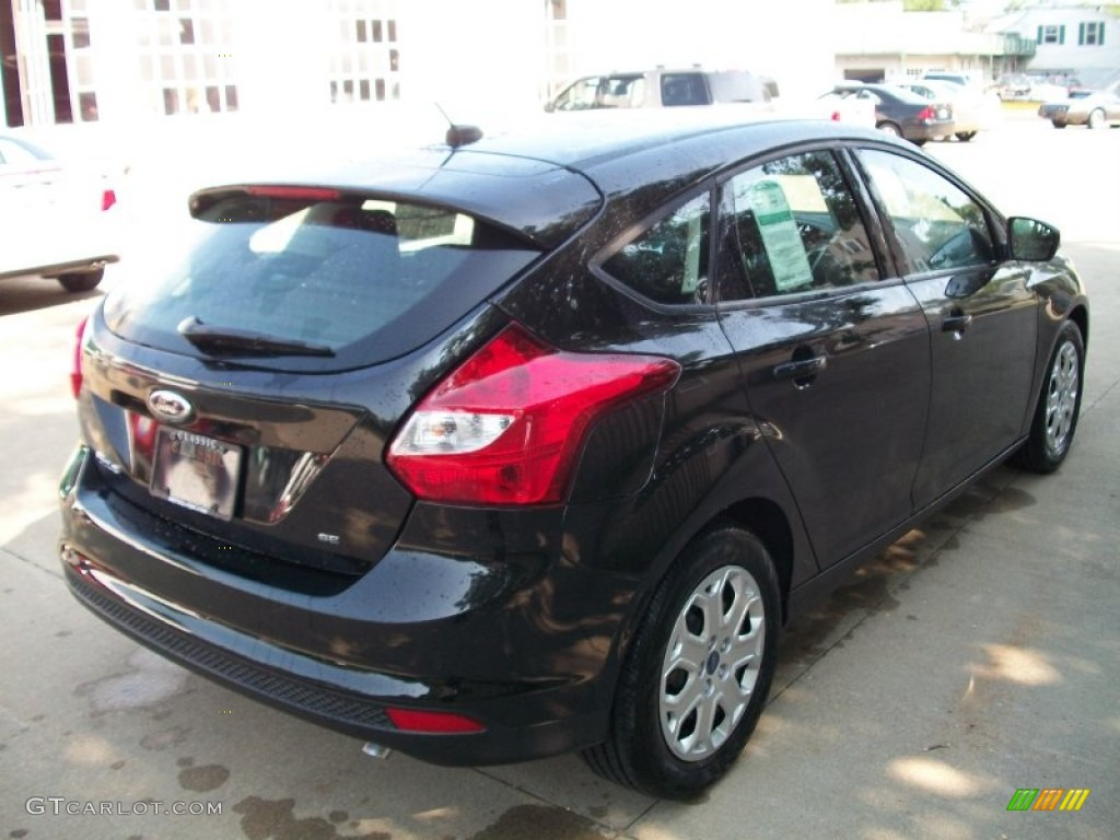 2012 Focus SE 5-Door - Tuxedo Black Metallic / Charcoal Black photo #5