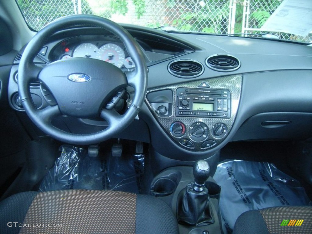 2002 ford focus zts sedan black red dashboard photo. Black Bedroom Furniture Sets. Home Design Ideas