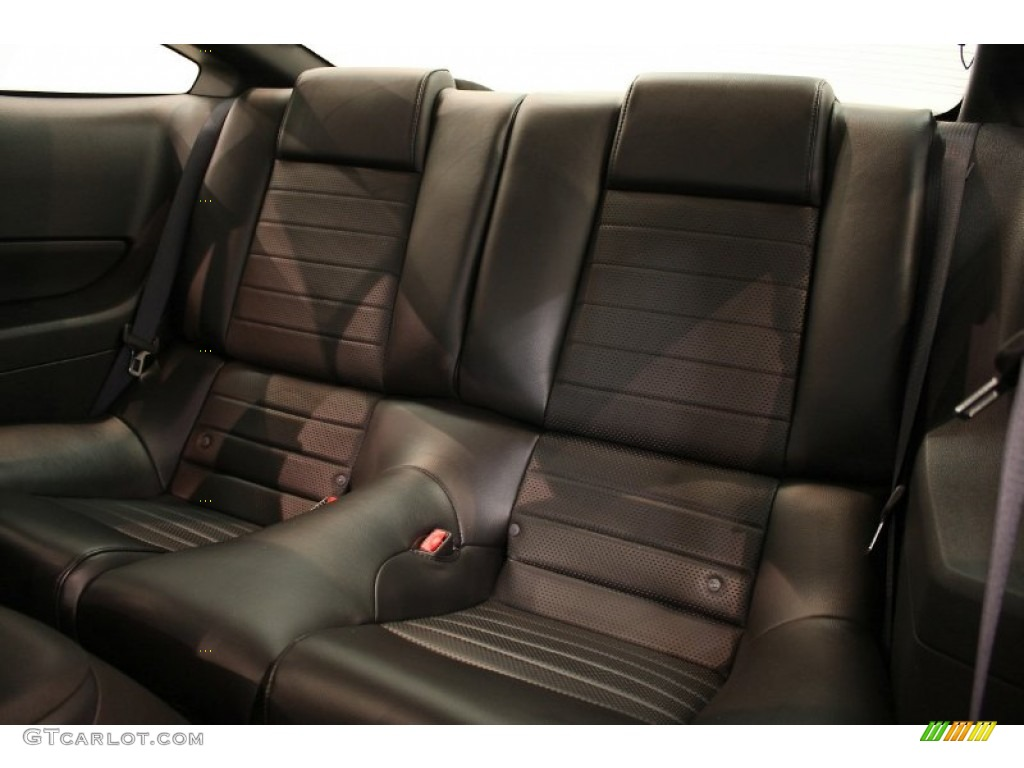 Dark Charcoal Interior 2006 Ford Mustang GT Premium Coupe Photo #51759082