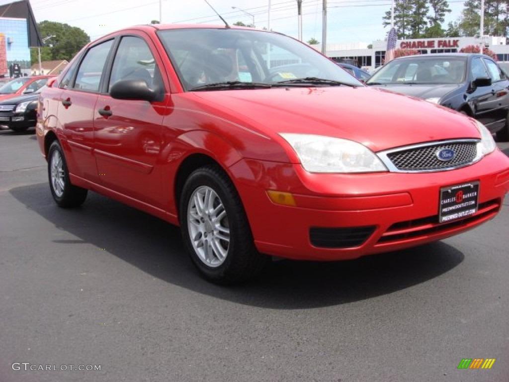 2005 Focus ZX4 SE Sedan - Infra-Red / Dark Flint/Light Flint photo #1