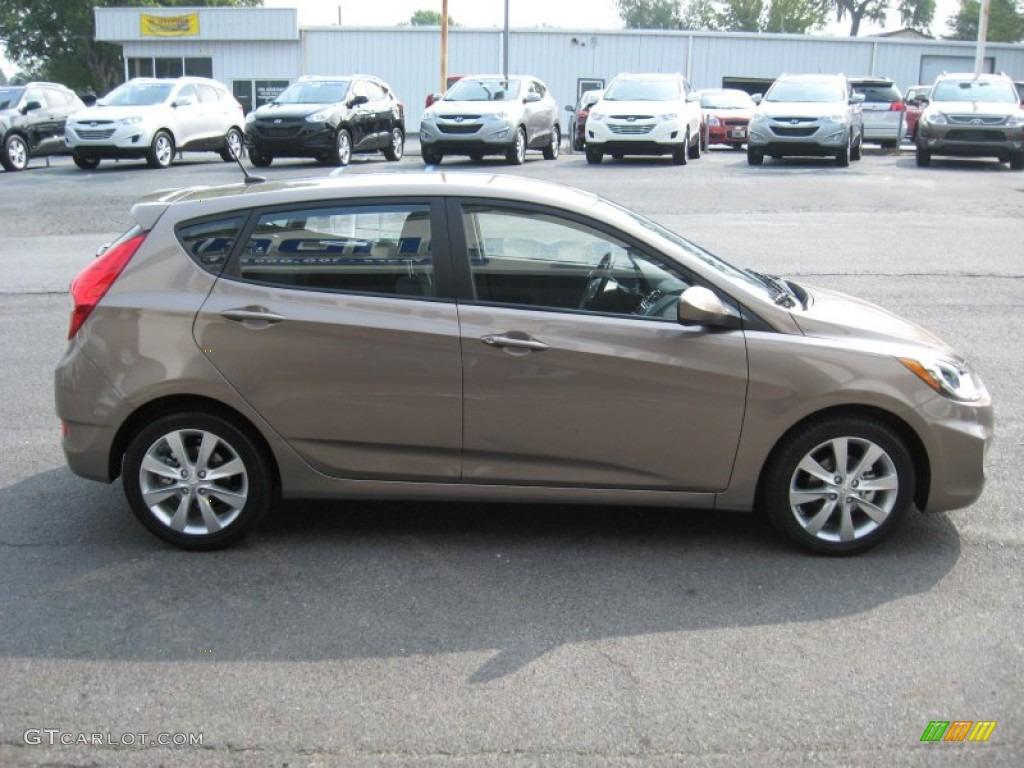 Mocha Bronze 2012 Hyundai Accent Se 5 Door Exterior Photo