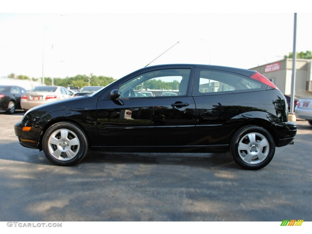 2005 Focus ZX3 SES Coupe - Pitch Black / Charcoal/Charcoal photo #3