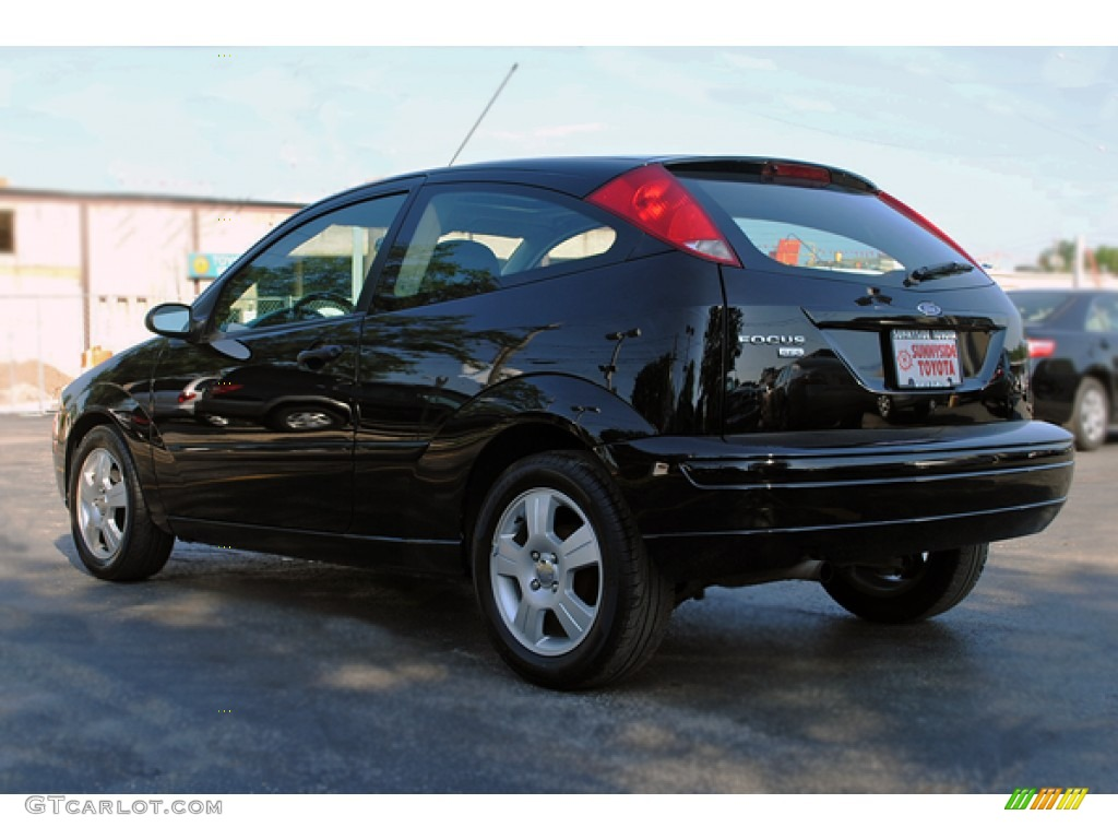 2005 Focus ZX3 SES Coupe - Pitch Black / Charcoal/Charcoal photo #4
