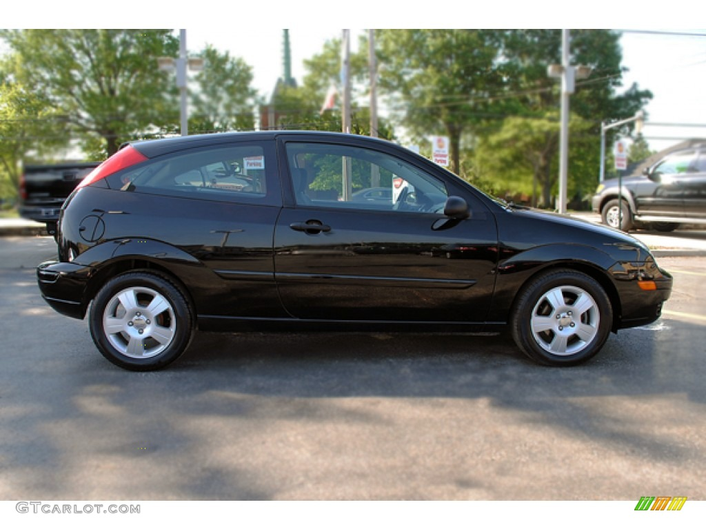 2005 Focus ZX3 SES Coupe - Pitch Black / Charcoal/Charcoal photo #7