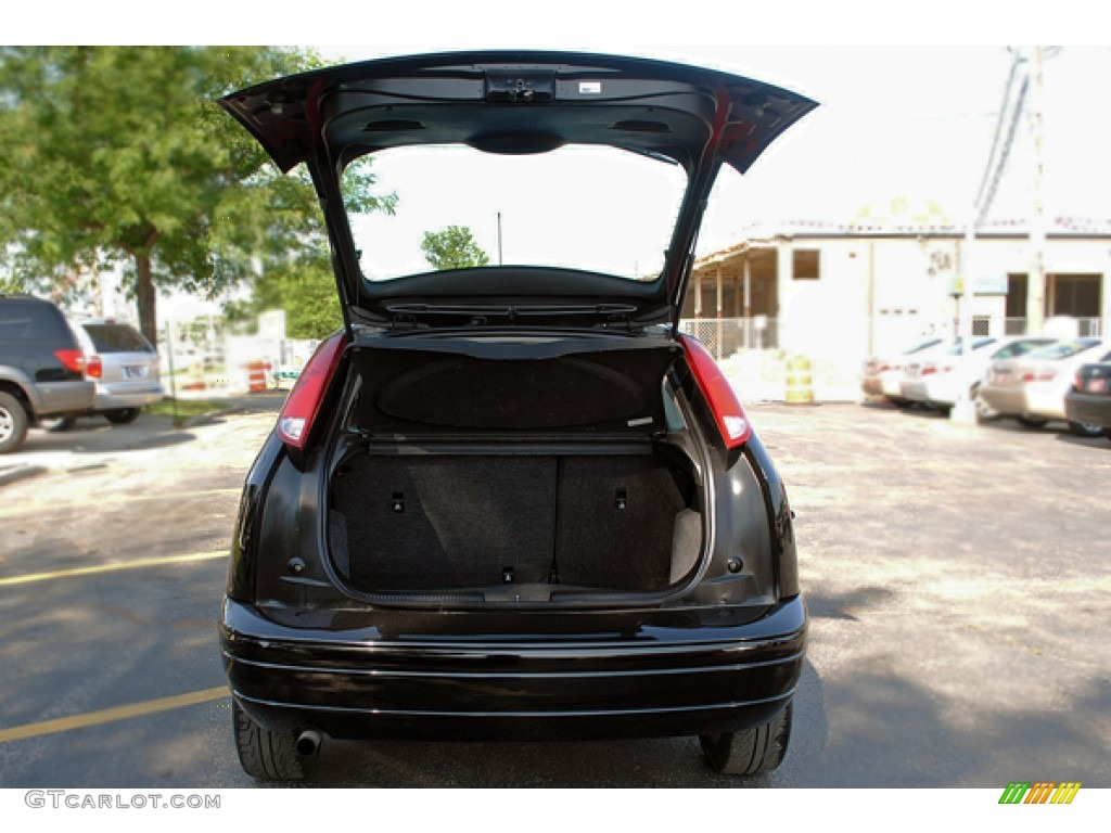 2005 Focus ZX3 SES Coupe - Pitch Black / Charcoal/Charcoal photo #10