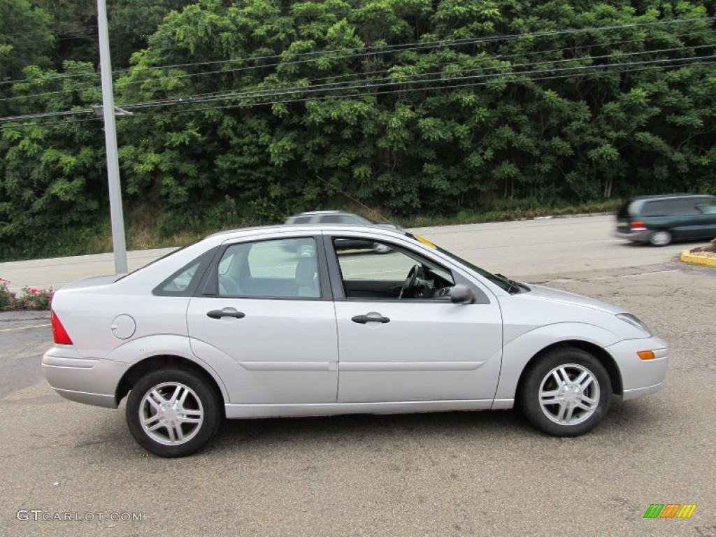 cd silver metallic 2003 ford focus se sedan exterior photo. Black Bedroom Furniture Sets. Home Design Ideas