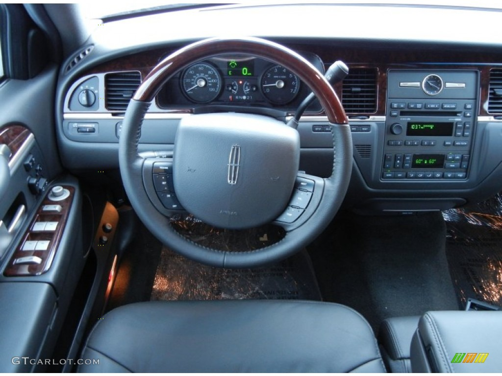 2011 lincoln town car signature limited black dashboard photo 52209010. Black Bedroom Furniture Sets. Home Design Ideas