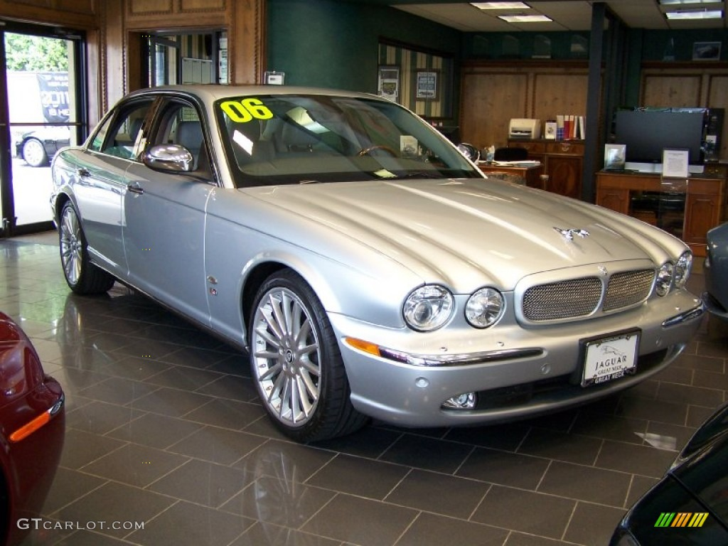 Platinum silver metallic 2006 jaguar xj xjr exterior photo for Jaguar xj exterior