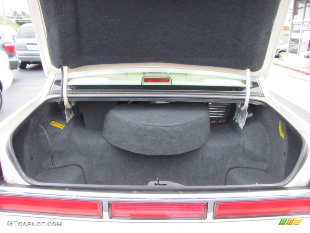 1997 Lincoln Town Car Signature Trunk Photo 52329408